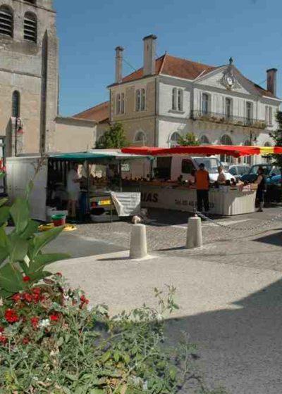 Marché ambulant à Vars (Charente)
